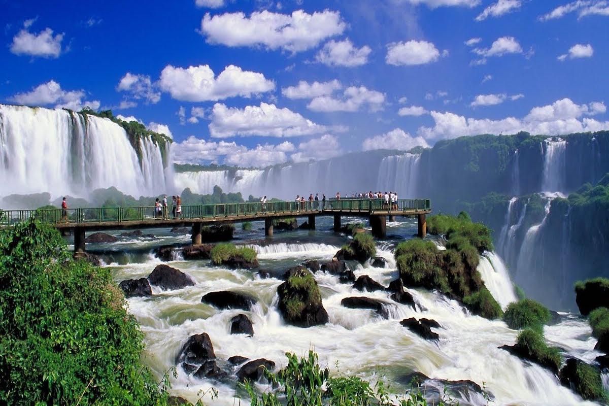 Iguazu Falls – The Perfect Getaway Between Brazil & Argentina