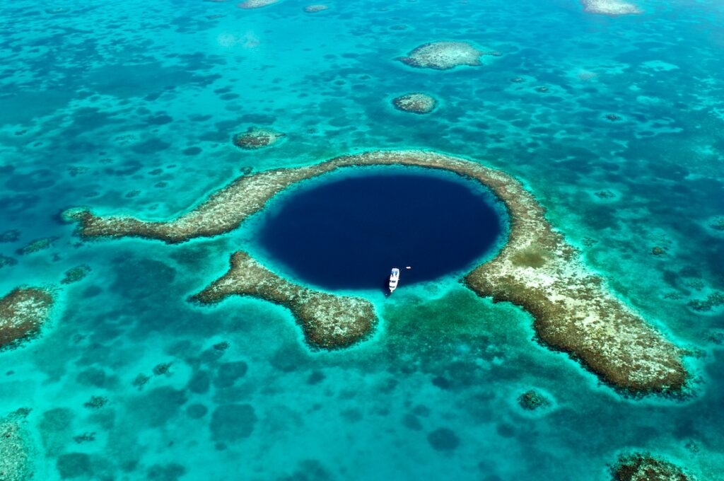 Ambergris Caye, Belize - Blue Hole - Scuba Diving