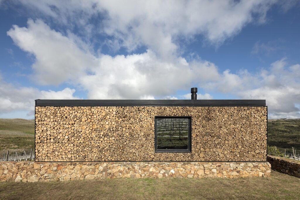 Landscape Hotel Sacromonte, Uruguay - Back Wall Logs