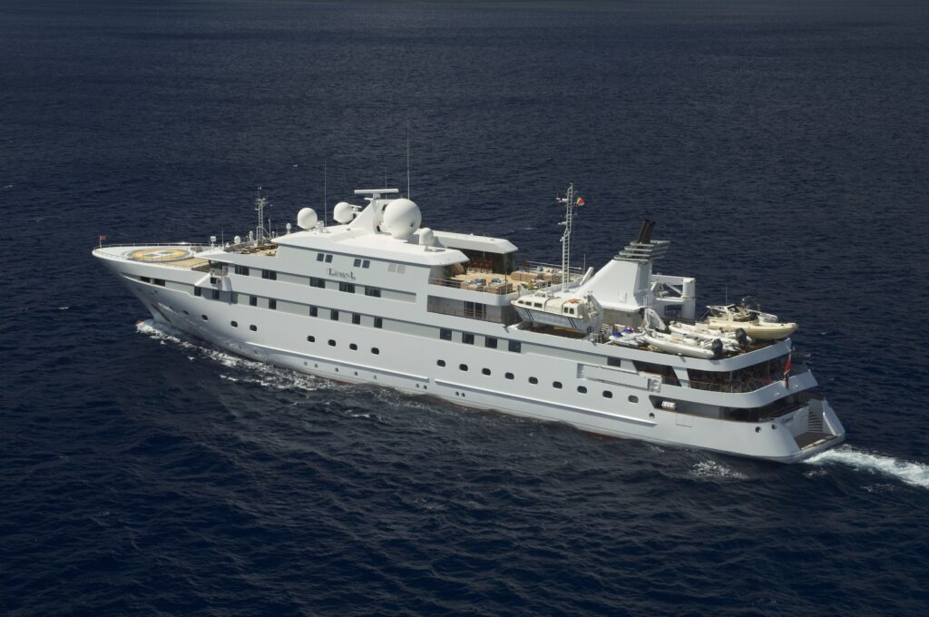 Charter a Private Cabin on a Yacht and Sail to Antarctica