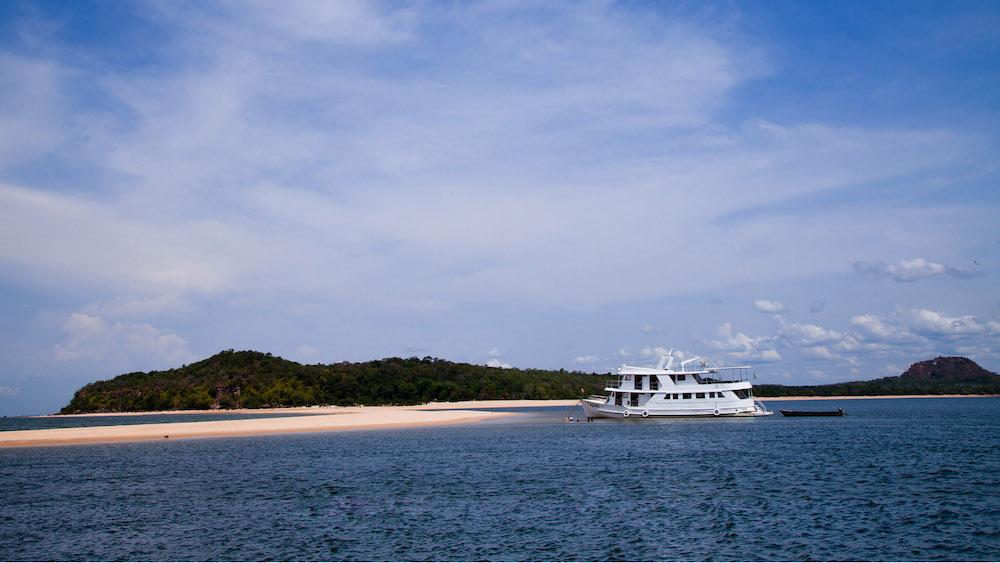 Tupaiu yacht
